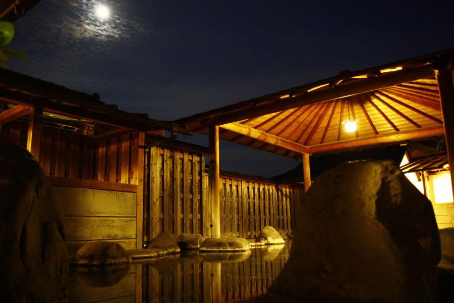「月夜の大露天風呂」